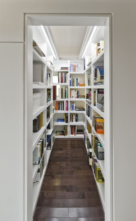 bookshelfporn:  A walk in bookcase. This is far more appealing than a walk in closet. Echo House in Ottawa, Canada  Agreed!
