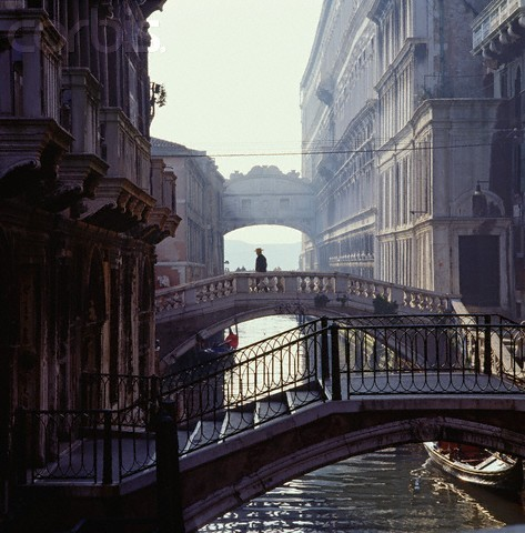 faerlyn:  Venice, Veneto, Italy. Bridge of Sighs in the background.