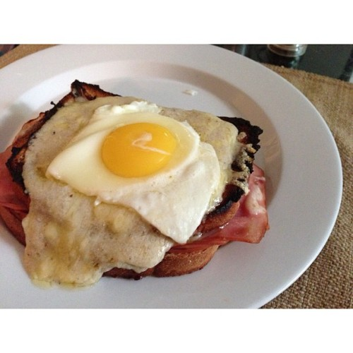 bitsofjess:  I'm loving all the new recipes I'm trying lately! Croque Madame with crispy ham. Recipe via How Sweet It Is. In case you can't tell, this is by far my favorite blog discovery in recent history.