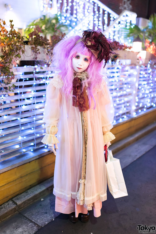 tokyo-fashion:  Minori was in Harajuku today to celebrate her birthday & Christmas - took a few snaps near Eggs & Things. :-)