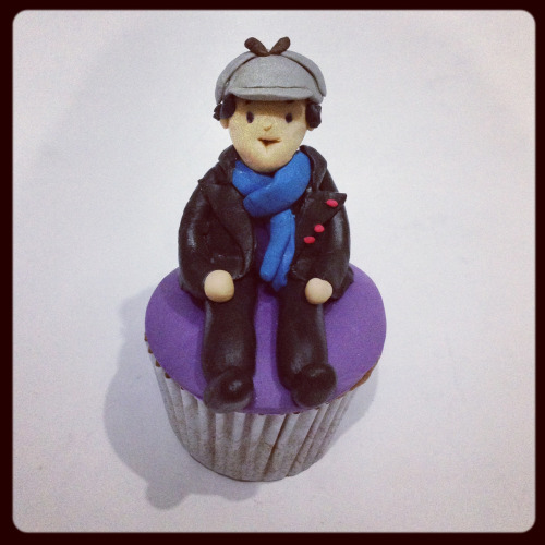 sodelightfully:  Sherlock cupcakes! Tribute to sherlock filming today, can't help myself :)