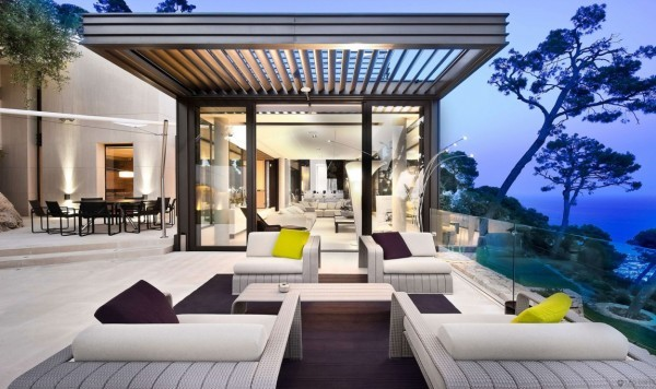 homedesigning:  (via Magnificent Villa on France's Bay of Villefranche)