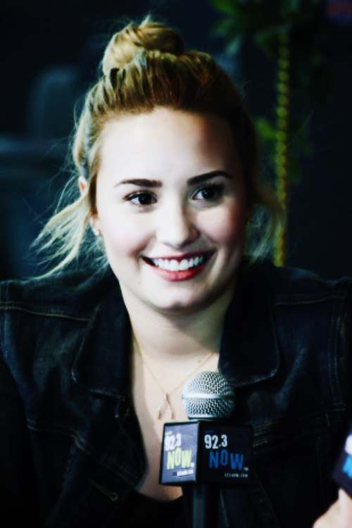 91/100 favorite pictures of Demi Lovato.