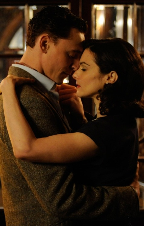 tomhiddlestonbrasil:  Tom with Rachel Weisz in The Deep Blue Sea