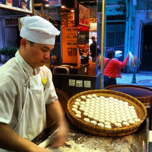 Guy making almond cookies #foodie #foodtrip #macau #vacay #instagram