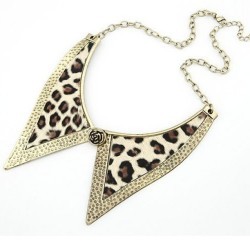 Leopard Necklace on sale! Check out the ig page @ohsweetclosetsale And Fb page /mangoclosetsale