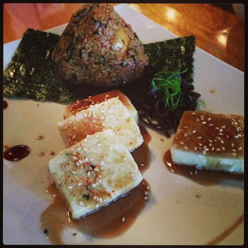 Rice ball with seared tofu in a tamarind glaze. We never order here, they just bring us yummy things! #vegan #whatveganseat #vegansofig #veganfoodshare #rice #tofu (at 28GO)