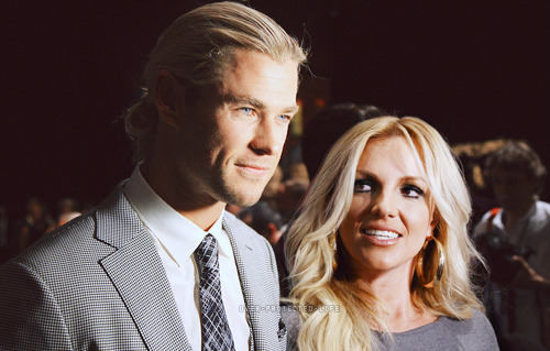 over-protected-life:  Chris and Britney Hemsworth