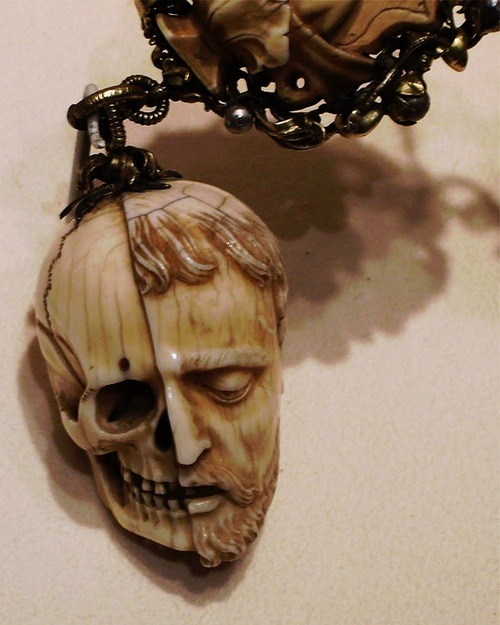 whatdaheart:  Memento Mori. Carved ivory rosary, early 16th century. Currently in the Metropolitan museum of art, New York.