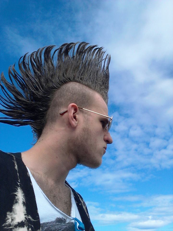 weshouldwritepornography:  It's National Kiss A Mohawk day, so I think you all know what you need to do.