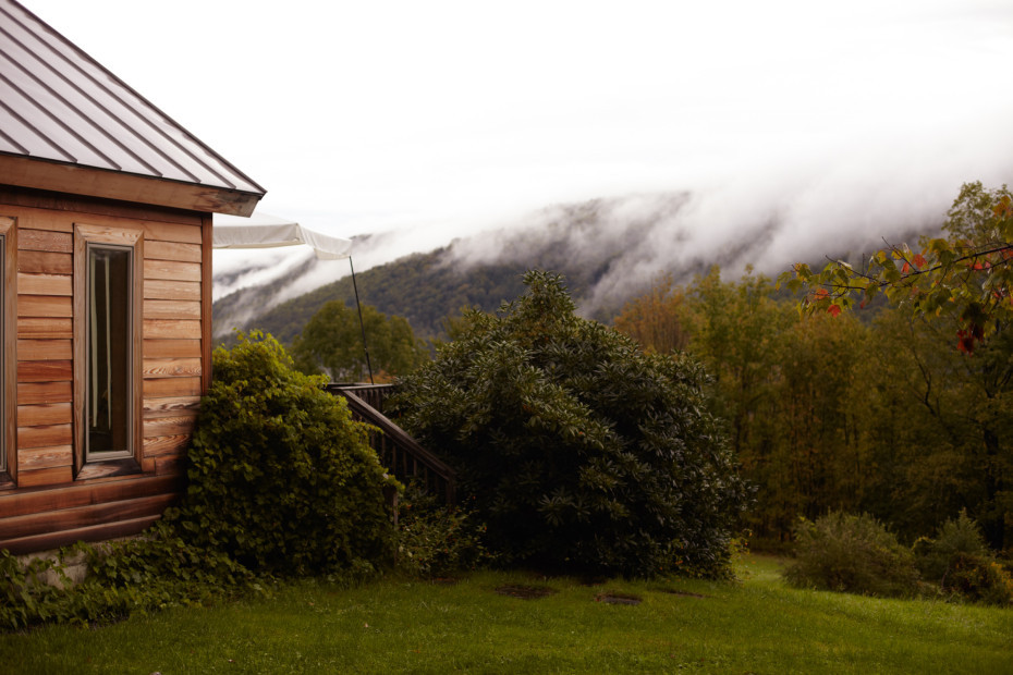 Enjoy the calm in the wilderness of the Catskill Mountains, the home of artist Pia Dehne.  Photography by Debora Mittelstaedt