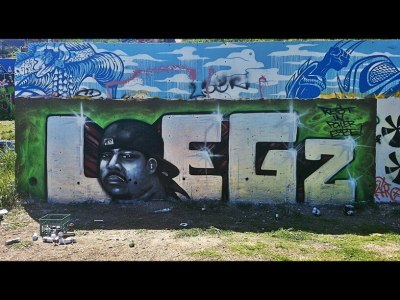 A big S/O to our homie DJ Aspekt for spraying down this LOEGz burner piece at Castle Hill Graffiti featuring our late brother ESBE! Be sure to check it out!! #LEAGUESHIT #RIPESBE