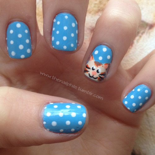 thenailphile:  Pictures always seem to put up the little bits that are wrong with my nails, before I take a picture I always think they look cute!ANYWAY!I PAINTED A GINGER CAT ON MY NAILS! love love love love these.