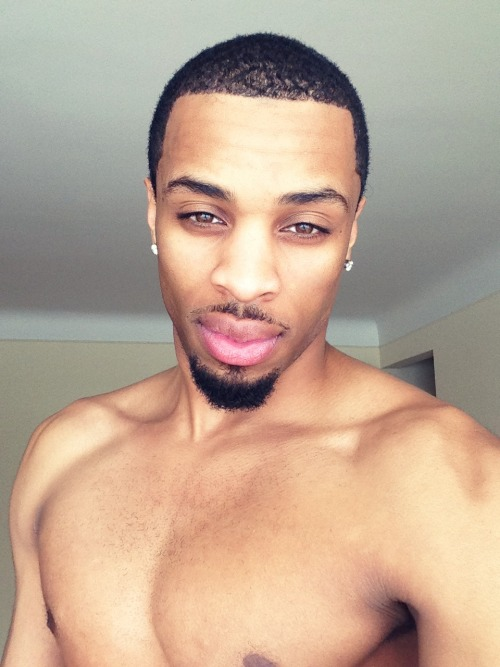 wetgrip:  Follow on IG: @tonyybee   #fuckensexy #blackguys