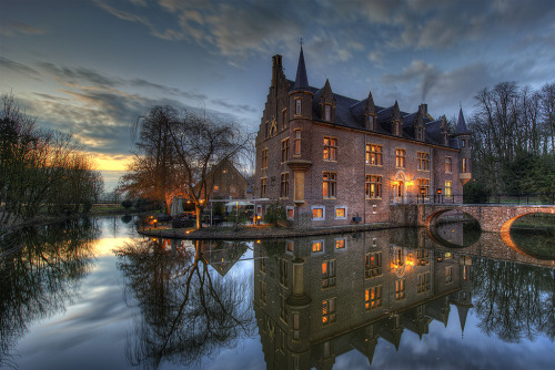 allthingseurope:  Ter Worm Castle, Netherlands (by Niki Feijen)  Love this!