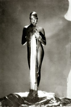 vanityfair:  Vantity Fair's Gatsby Glamour | Joséphine Baker A collection of portraits and illustrations from V.F. during the Jazz Age. Enjoy, old sport.
