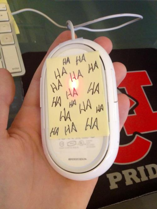 best-of-imgur:  Watched my friend struggle with his mouse for 5 minutes before he discovered this.http://best-of-imgur.tumblr.com