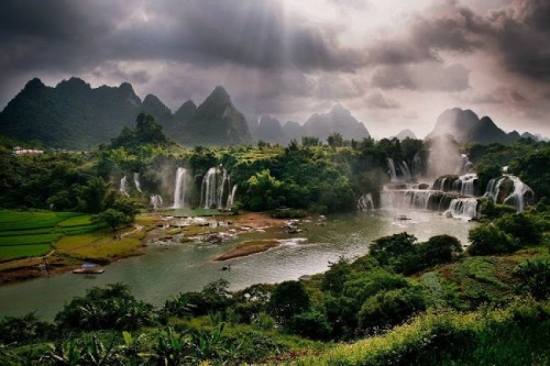 funnywildlife:  DeTian Waterfall, Guangxi, China
