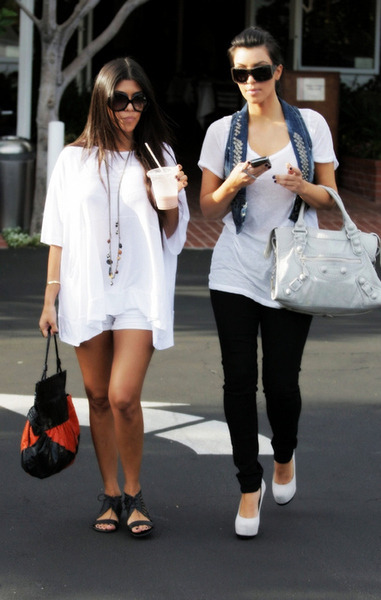 It Girl Tracker: Kourt & Kim out & about in 2009