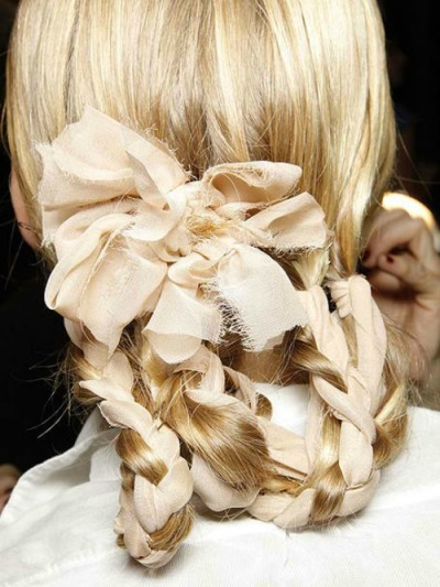 Pretty hair with lace bow