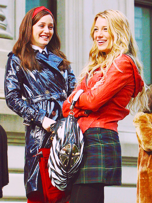 Leighton Meester and Blake Lively, November 13th 2007, On the set of Gossip Girl