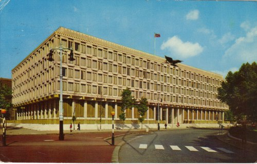 europavintage:   United States Embassy, London (from Postales Inventadas)