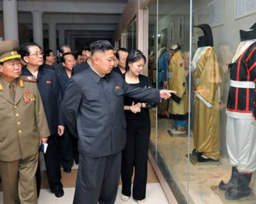 kim jung un looking at clothing