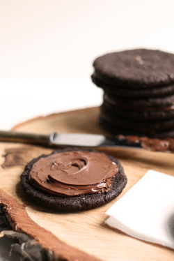thecakebar:  Salted Dark Chocolate Nutella Cookies