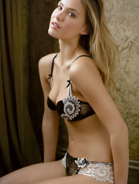 lavinialingerie:   Bar Refaeli in Black/White Lace #Lingerie