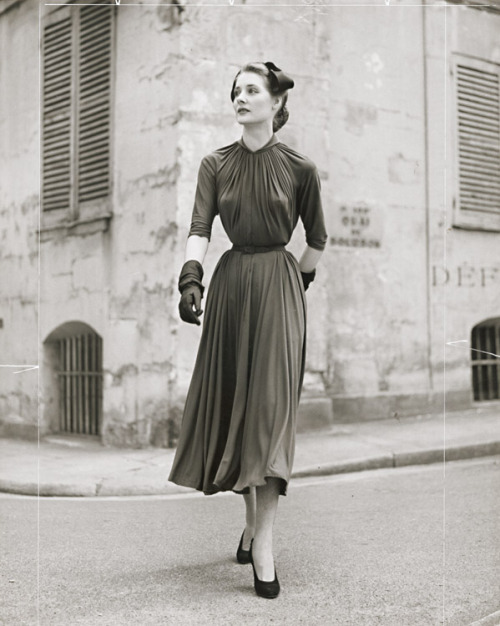 lostsplendor:  Contemporary Fashion: Jean Moral, 1954 (via)