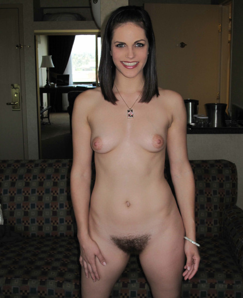 hairypussyland:Bobbi Starr - une belle touffe toujours!