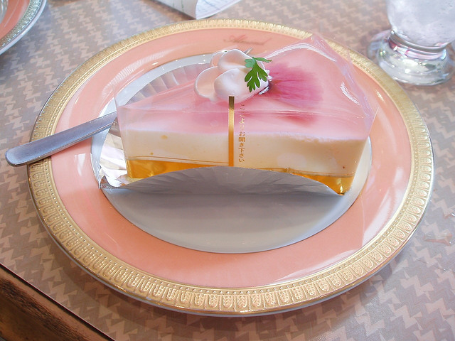 kirimori:  Sakura Cake by Kikakiku on Flickr.