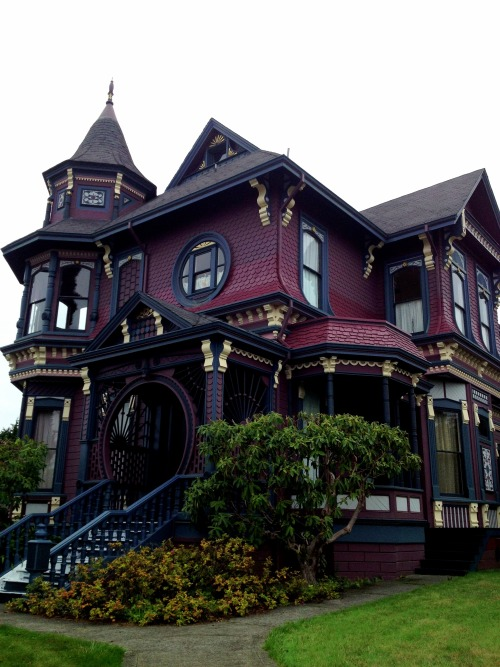 hobbitprincess:  ourladyofsorrows:   Victorian house in Arcata, Ca  I miss living in Arcata :(  I am obsessed with staring at all the houses in Arcata. There are so many beautiful (and colorful!) Victorians. I'd take seeing those over seeing Bel Air mansions any day.  I want to live in this amazing purple house