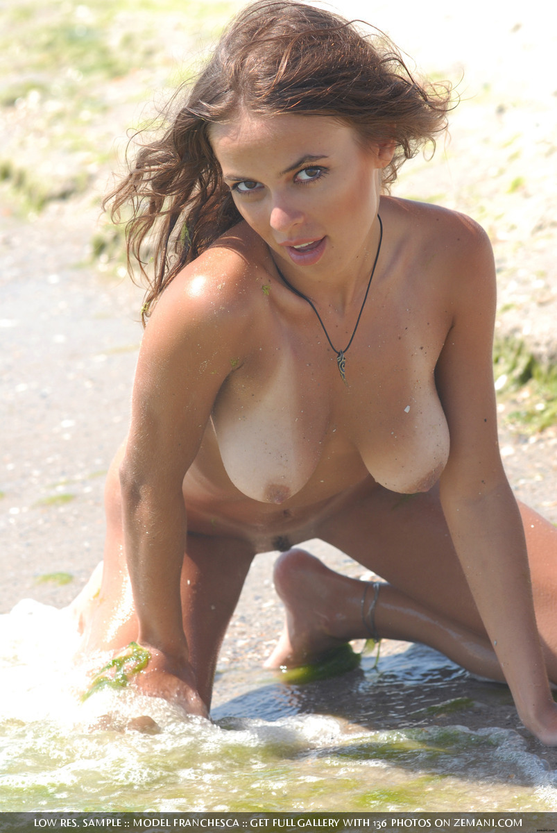 worldbabes:  Franchesсa washes away the sand from her amazing young body