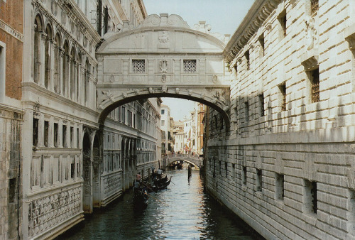 flamebegins: Ponte dei Sospiri. by Petrana Sekula on Flickr.