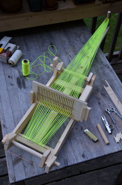 fiberistanora:  timeandspacegodess:  woodencanon:  Scrapwood Loom by hells-oui on Instructables Directions for building a loom: http://www.instructables.com/id/Scrapwood-Loom/  I want to make one of these so bad  Tiny but awesome loom of glory.
