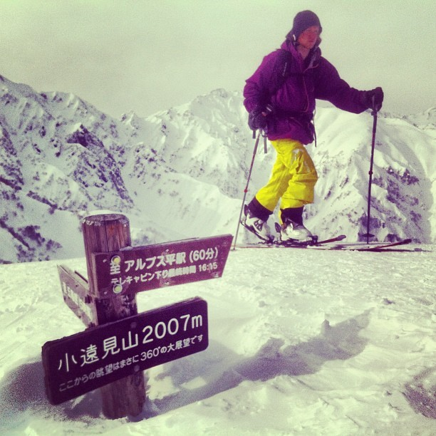 A helpful set of signs direct Nate to our destination in the Japanese alps. #latergram #japan #backcountry  (at Goryu, Hakuba, Japan)
