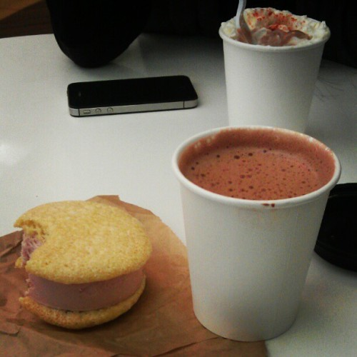 Quick ice cream sandwich and spicy hot chocolate before work. @clum can't keep up with all the spice. #nyc #foodporn  (at Big Gay Ice Cream Shop)