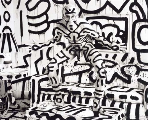 ronbeckdesigns:  Keith Haring, New York by Annie Leibovitz 1986