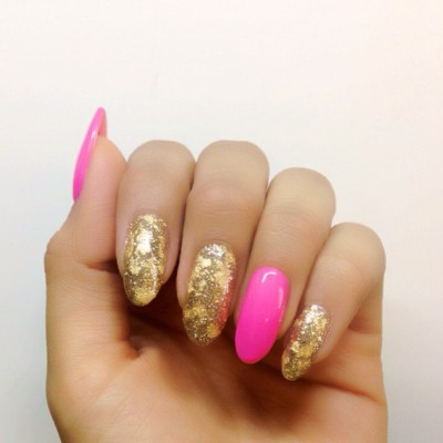 Gold Flecks #nails #gold inspired by Melissa #youngnails #glitter #nailart #karengnails