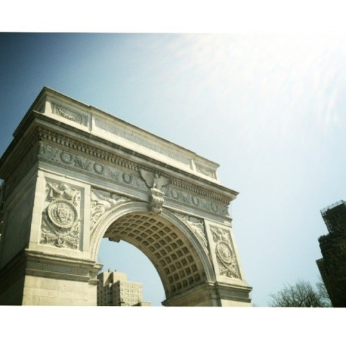 Spring finally hits Washington Square Park #nyu #wsp (at Washington Square Park)
