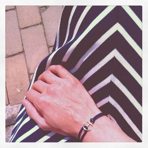 just made me a little anchor bracelet, inspired by my striped dress. // #DIY #anchor #nautical #seaside #anchorlove #stripemania #stripes #handmade #wiwt #ootd  (hier: nähmarie)