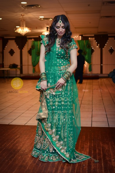 fuckyeahweddingideas:  doclouds-havefeet submitted: Gorgeous Afghani Bride  Absolutely stunning. I wish I could dress like this, so serious.