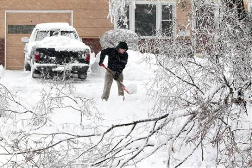 Deadly storm dumps snow in North, heavy rain in South (Photo: Keith Myers / The Kansas City Star via AP) A powerful winter storm continued to hit much of the country Tuesday, with heavy snow spreading from the Plains to the Great Lakes and severe thunderstorms possible in the South, forecasters warned. Read the complete story.