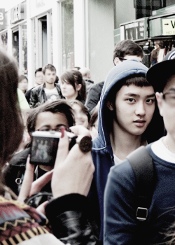 Kyungsoo lost in London.