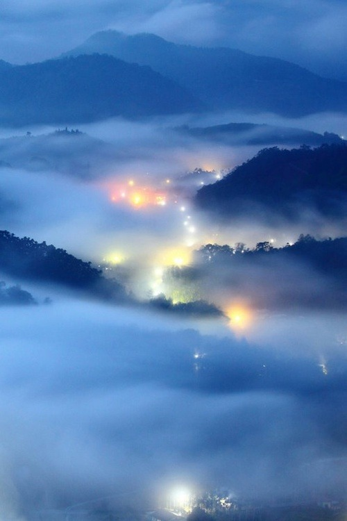 silent-cities:  Misty Night