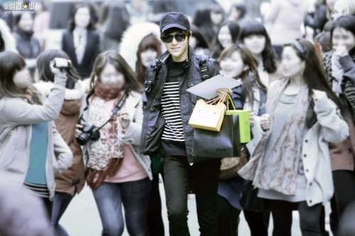 130322 arriving to music bank© 붙박이 별 | do not edit/crop/remove the watermark.