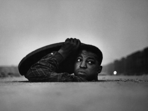 preciousandfregilethings:  Gordon Parks ph. - The Invisible Man , Harlem, New York  1952