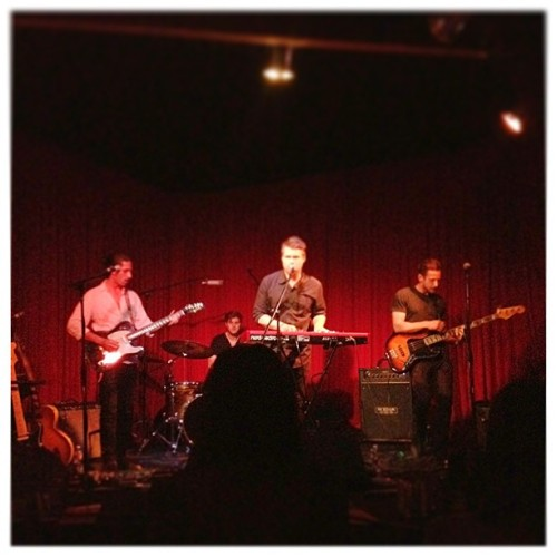 Watching the band Kivan play some awesome tunes at The Hotel Cafe, chillin with @exclusivelyvivi, Analea, and Mike. #TheHotelCafe #Concert #Kivan #GoodWayToEndTheNight (at The Hotel Cafe)