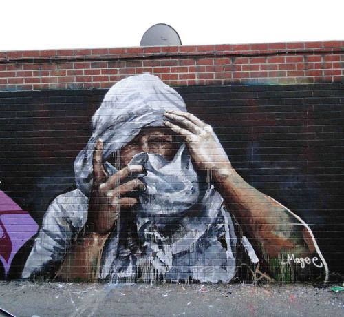 Cover up, Hollywood, Los Angeles by Fintan Magee on Flickr.